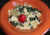 Kuřecí srdíčka se špenátem a těstovinami