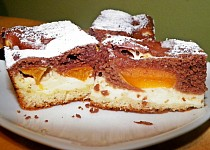 Meruňkovo - kakaové vláčné  řezy  s tvarohem