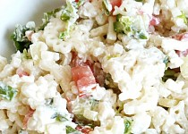 Těstovinový salát s čerstvou zeleninou