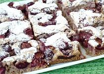 Třešňový koláč s ořechy