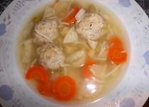 Zeleninová polévka s droždovými knedlíčky