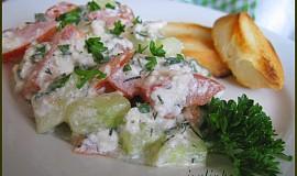 Zeleninový salát s bylinkami a sýrem Cottage