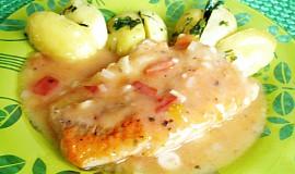Filety z mořských ryb na rajčatech