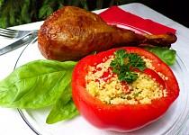 Krůtí stehno s rajčaty plněnými  zeleninovým kuskusem