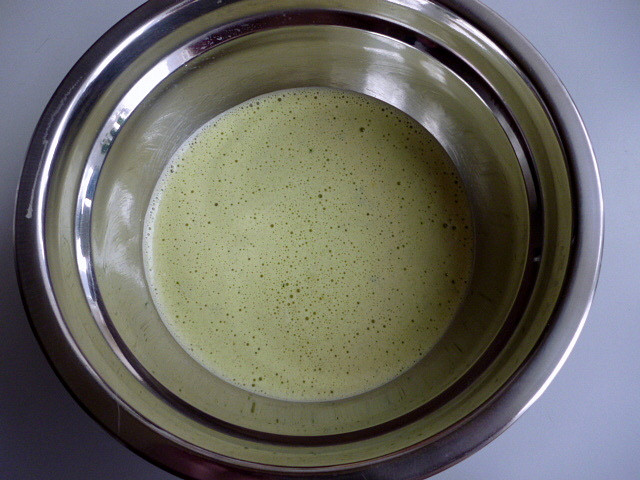 Kuřecí polévka se špenátovou zavářkou