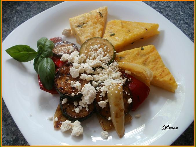 Polentové bylinkové trojhránky s grilovanou zeleninou