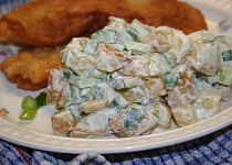 Přílohový salát z opečených brambor