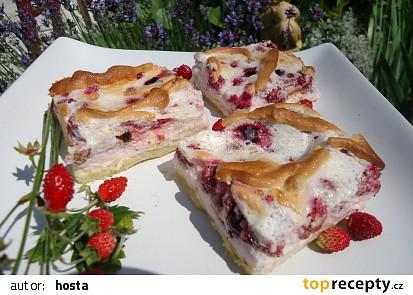 Sněhový koláč s lesními jahodami