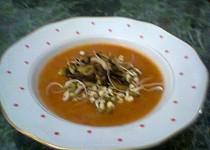 Studená rajčatovo-cuketová polévka