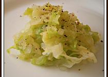 """Zelný salát""""rychlovka"""",jako příloha na talíři"""