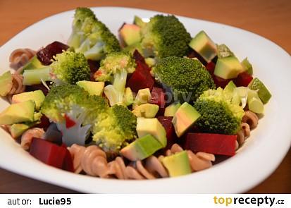 Červená řepa s brokolicí a avokádem