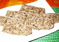 Chlebíček s tykví, vločkami a ořechy