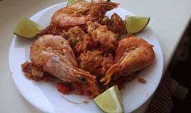 Paella s kuřecím masem a krevetami