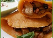 Palačinková kapsa s lilkovo-masovou směsí a omáčkou z balkánského sýra