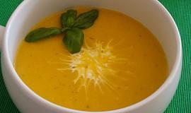 Pikantní dýňová polévka se sušenými rajčaty