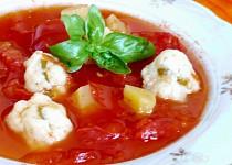 Rajčatová polévka s tykví a bazalkovými knedlíčky