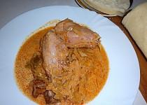 Segedínský guláš z uzených kuřecích stehen