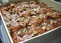 Švestkovo-rynglový koláč s máslovou drobenkou a karamelovou a kávovou polevou