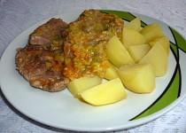 Vepřová plec v pórku s mrkví