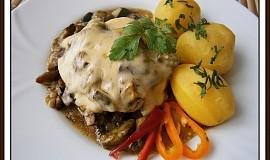 Vepřový plátek s hříbkovou čepicí - dvě jídla z jednoho hrnce