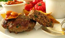 Bifteky z mletého masa  s fazolovou přílohou