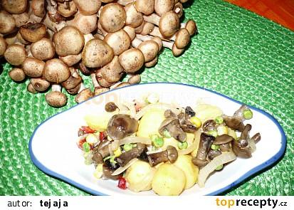 Bramborový salát s miniváclavkami