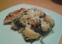 Gnocchi, špenát a kuřecí maso