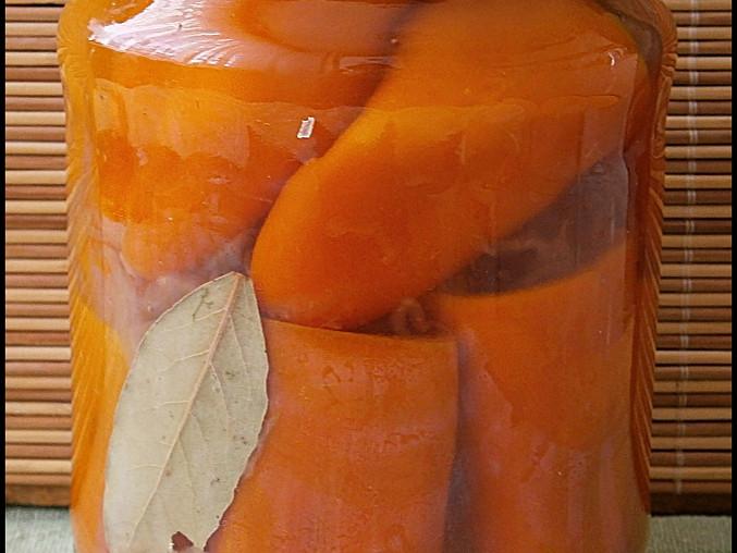 Papriky s kysaným zelím ve sladkokyselém nálevu