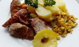 Vepřové palce ve slaninovém přebalu s teplou máslovou zeleninou
