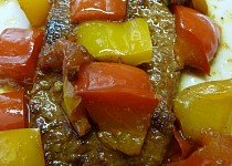 Vepřové plátky v závoji paprik a rajčete