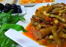 Vigna čínská (lusky) na oleji a rajčatech
