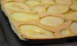 Zdravý celozrnný obrácený hruškový koláč