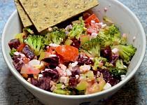 Brokolicový salát s červenou řepou, vejci a cottagem
