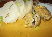 Kuřecí dolní stehýnka na kurkumě, uzené paprice a kořenové zelenině