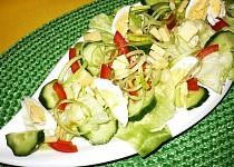 Ledový salát se zeleninou a vajíčkem