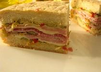 Obložený sendvič - italská muffuletta