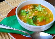 Polévka z řapíkatého celeru s cizrnou a kuskusem