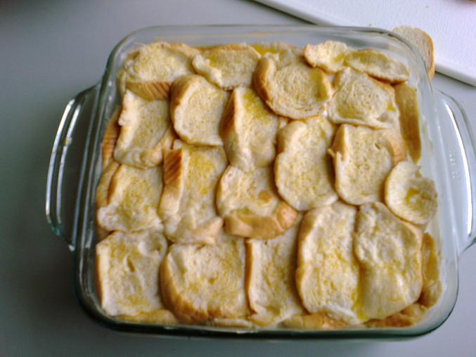 Před pečením, pokapané máslem.