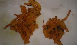 Cibule v těstíčku pakora/bhaji - Indická kuchyně