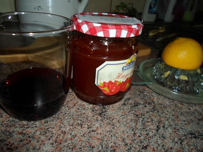 nachystáme si víno, citrón a šípkovou marmeládu