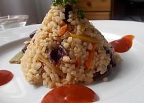 Barevná zeleninová rýže  ( zelenina,  co nás napadne.... ) s   červenými  fazolemi