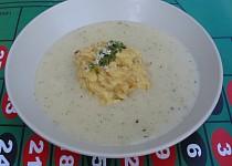 Česneková polévka s bramborovou kaší