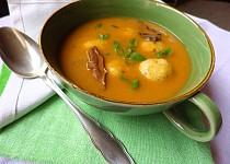 Houbová polévka s bramborovými knedlíčky