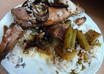 Králičí stehýnka na  hříbkách s řapíkatým celerem a pršutem