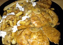 Kuřecí maso na žampionech s americkými bramborami