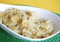 Kysané zelí s ananasem jako příloha