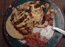 Mexické kuřecí maso s kukuřičnými plackami