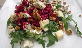 Salát z červené řepy s Nivou a ořechy