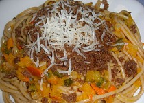 Špagety s dýní a opraženým chlebem