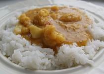 Curry s květákem a červenou čočkou